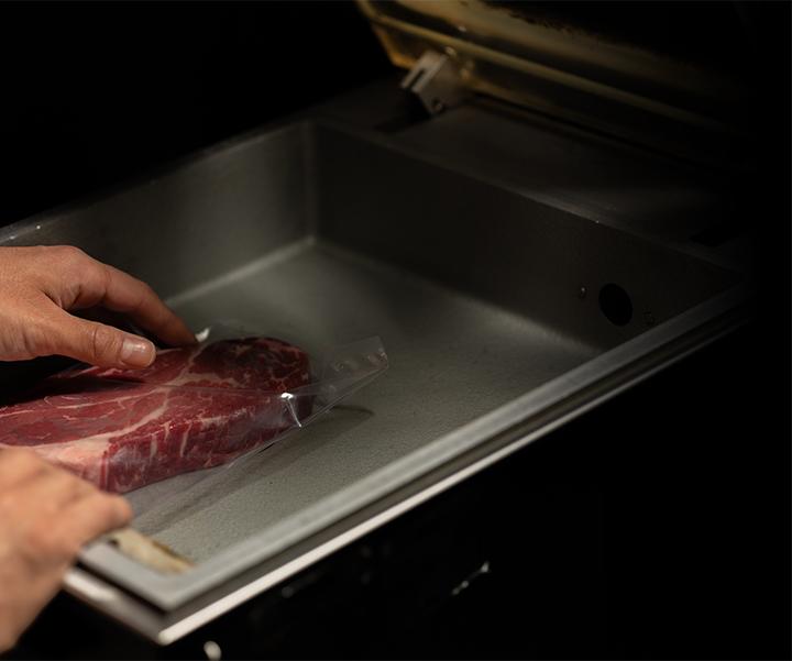 炭焼グリル孫三郎で真空パック保存した肉